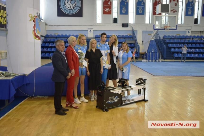 Лучшим спортсменам Николаева вручили стипендии. ФОТОРЕПОРТАЖ