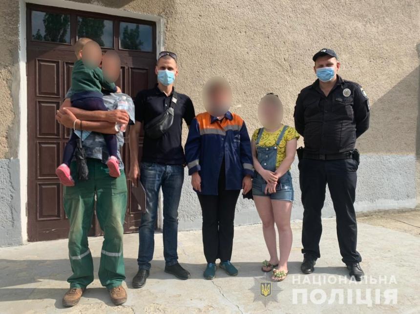 На вокзале в Херсоне мачеха бросила 4-летнего мальчика – в Николаевской области нашли бабушку малыша