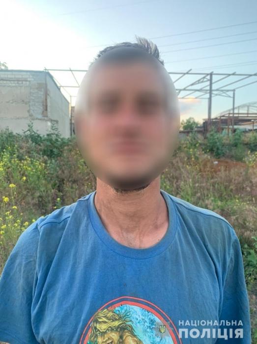 В Николаеве рецидивист сломал руку военнослужащему и отобрал у него мобильный телефон
