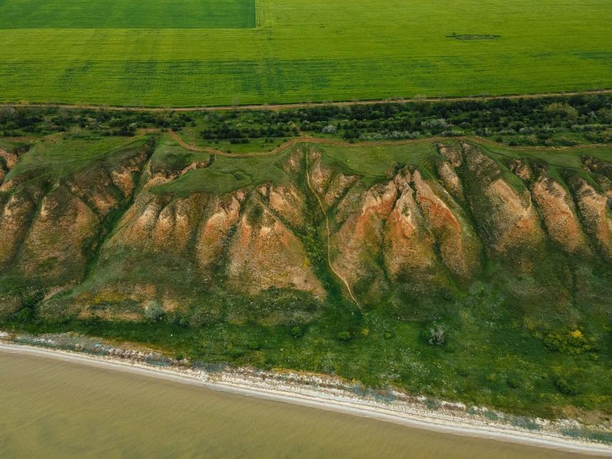 В сети появились зрелищные фото пейзажей Очаковского района с высоты птичьего полета