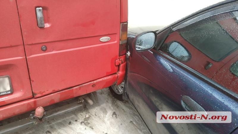 В Николаеве на Казарского столкнулись «Форд» и «Дэу»