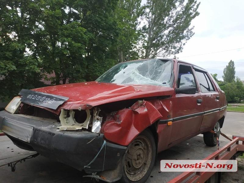 В Николаеве «Славута» врезалась в «Туарег»: пострадал пассажир