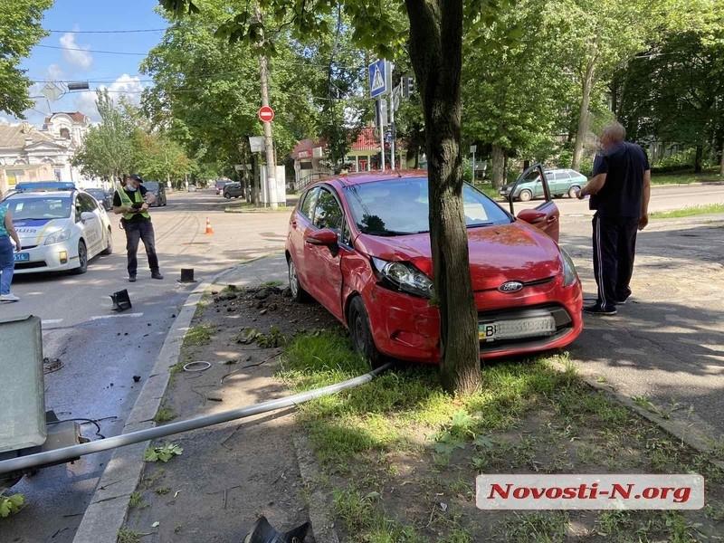 Провалившиеся в траншеи авто и ДТП с пострадавшими: все аварии среды в Николаеве