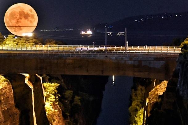 У ніч на 23 серпня над Землею зійшов осетровий Місяць