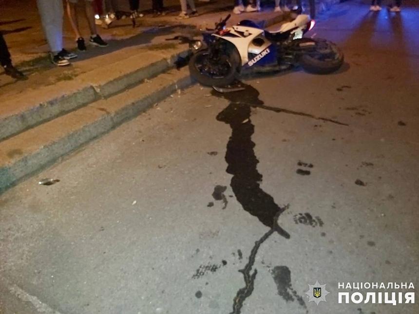 В Николаевской области мотоцикл въехал в бордюр — погибла пассажирка