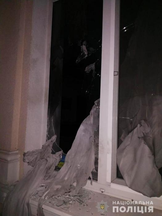 В офис известного николаевского адвоката бросили «коктейли Молотова»