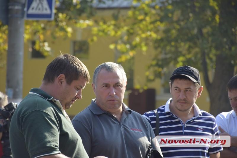В Николаеве фермеры пикетировали облуправление полиции – требовали наказать экс-депутата