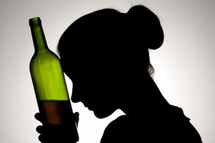 Ученые назвали вредную привычку, которая увеличивает риск заражения COVID-19