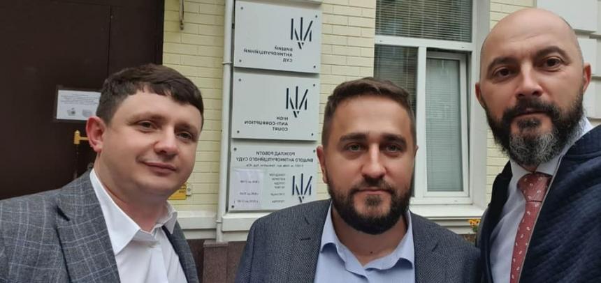 Дело о хищениях на Серой площади: вице-мэру Кореневу не разрешают выехать в Киев к 5 своим адвокатам