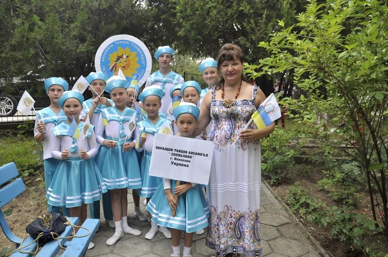 фольклорное солнышко в картинках: http://radar-info.ru/page/folklornoe_solnishko_v_kartinkah/