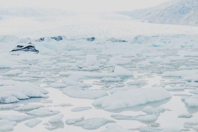 Глазами фотографа: нереальные природные текстуры Исландии (ФОТО)