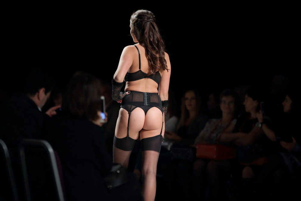 Демонстрации нижнего белья