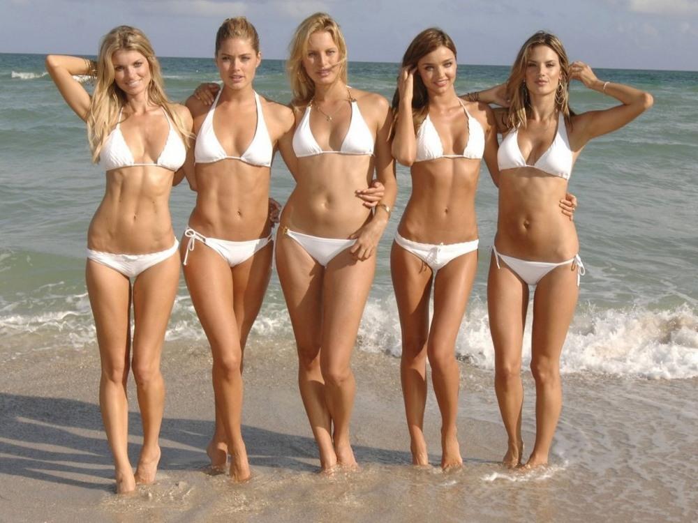 galerei-devushki-v-bikini-pozhilie