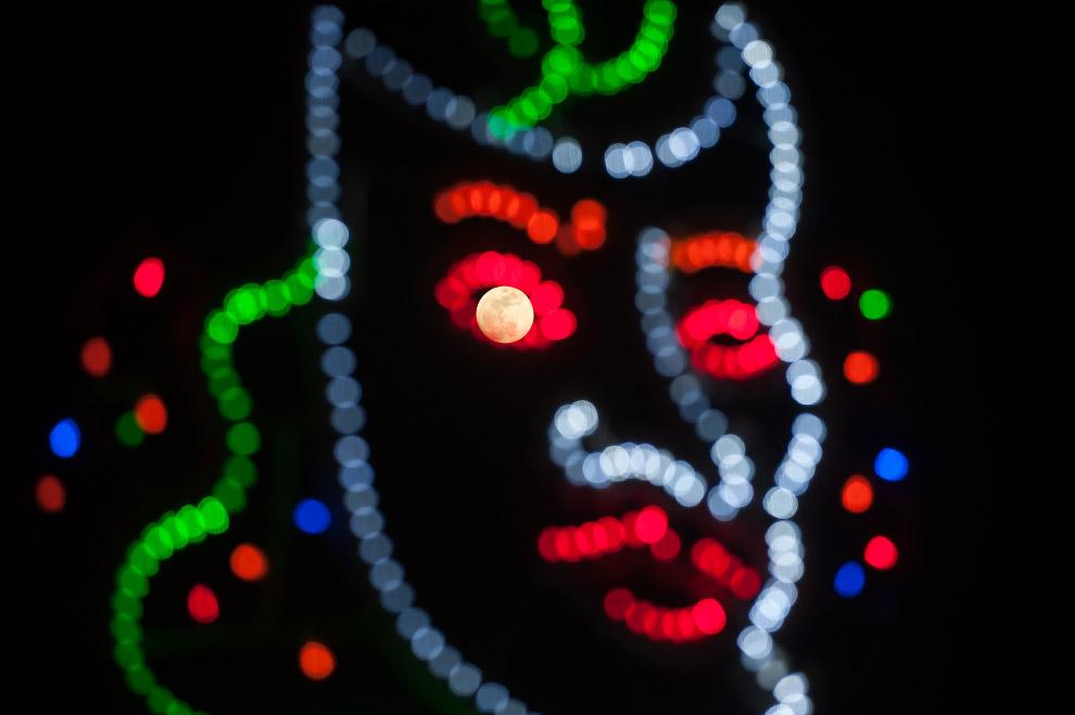 ВКирове наблюдали неповторимое суперлуние. Фото из социальных сетей