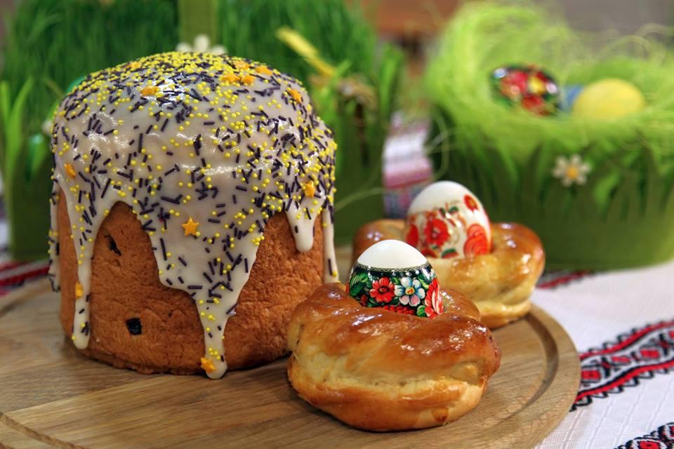 Каждый год мы придумываем, как украсить яйца, чтобы было не просто нарядно, а празднично.