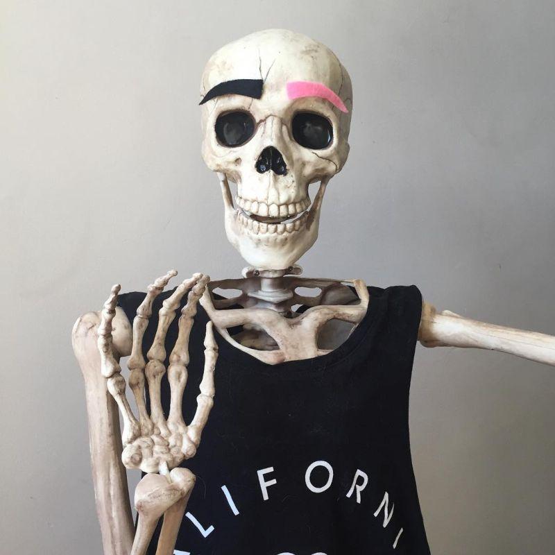 смешные картинки с скелетами ухоженный салон
