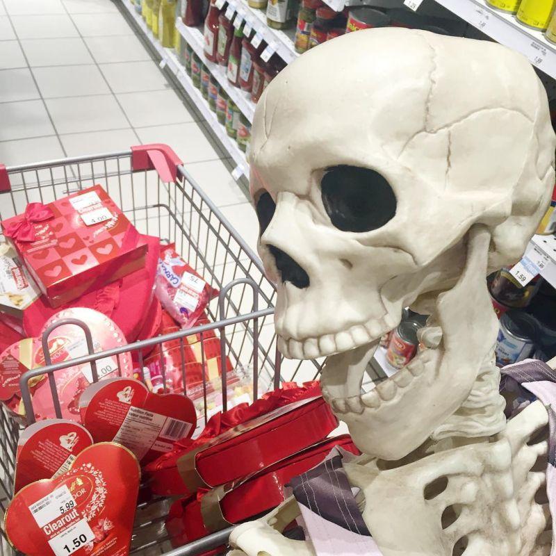 отличную смешные картинки с скелетами гарнитуры бордовом цвете