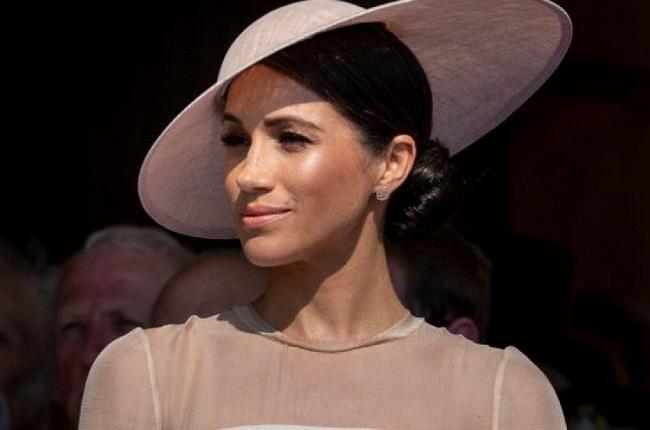 СМИ поведали оподарке ЕлизаветыII насвадьбу принца Гарри
