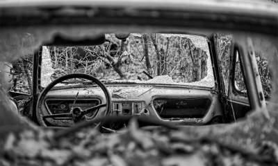 Так выглядит старинное автомобильное кладбище в Польше. Фото