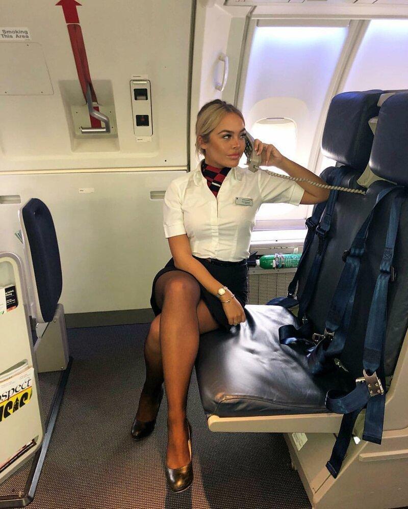видела, как горячие стюардессы смотреть баре грудастой