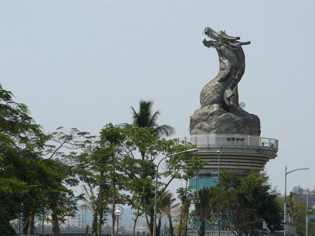 Самые необычные скульптуры драконов со всего мира. ФОТО