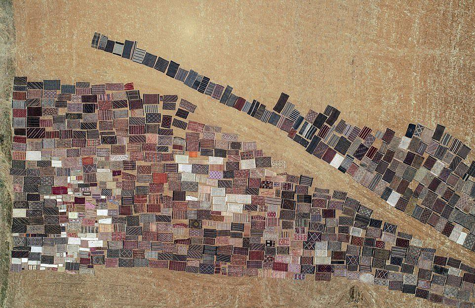 Ковры ручной работы выгорают под солнцем в Турции