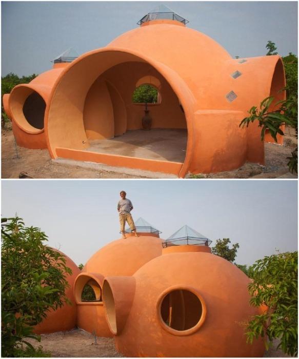 В каждом куполе необычного коттеджа находится отдельная комната (Earthen Dome Home, Таиланд).   Фото: intelligentliving.co/ ©Steve Areen.