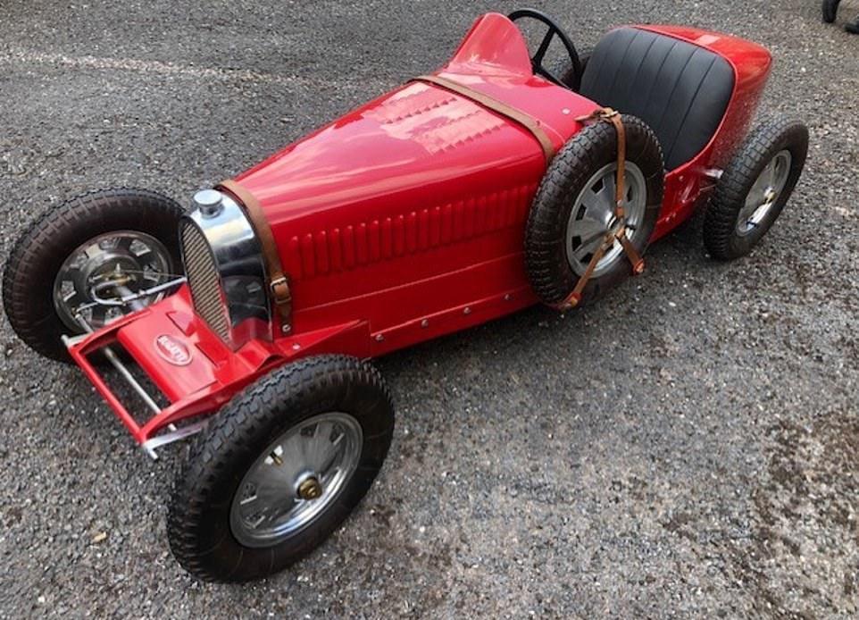 Крупнейшая коллекция копий старинных автомобилей на продажу