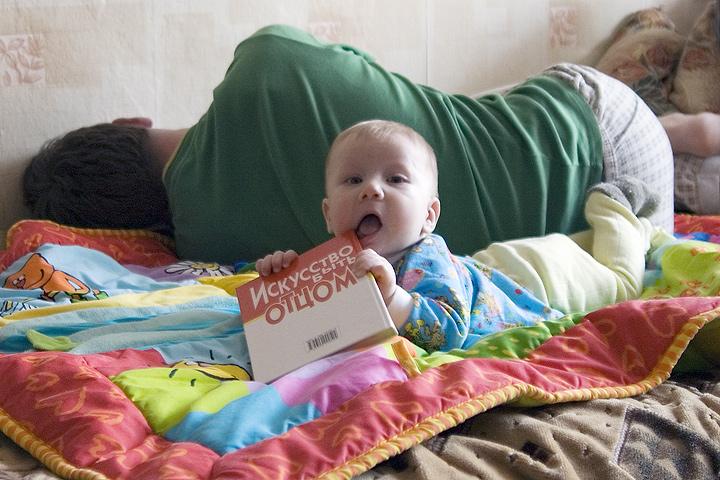 Веселые фотки детей, не дающих покоя родителям
