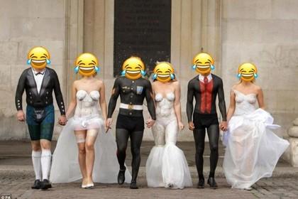 Невесты знатно оконфузились на групповом снимке. ФОТО