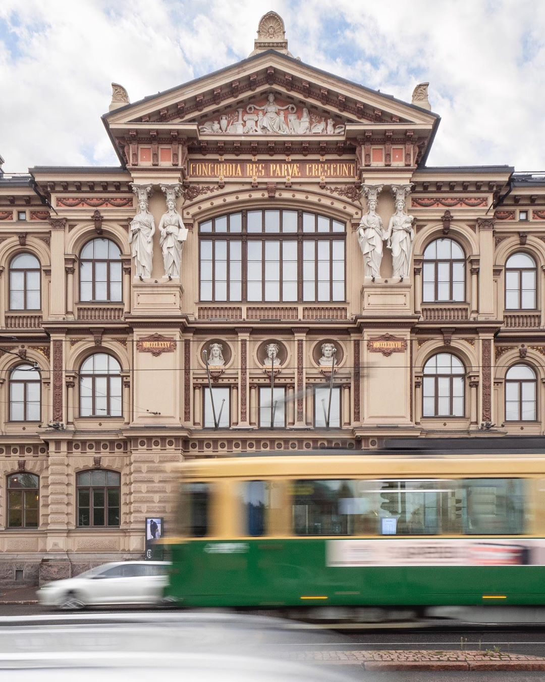 Архитектура и уличные снимки от Юры Ухорского