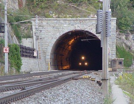 10 самых длинных тоннелей в мире. ФОТО