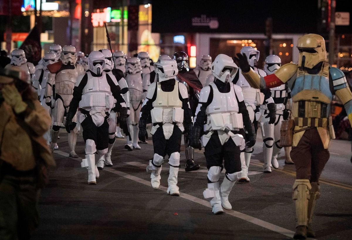 Ежегодный Голливудский Рождественский Парад 2019