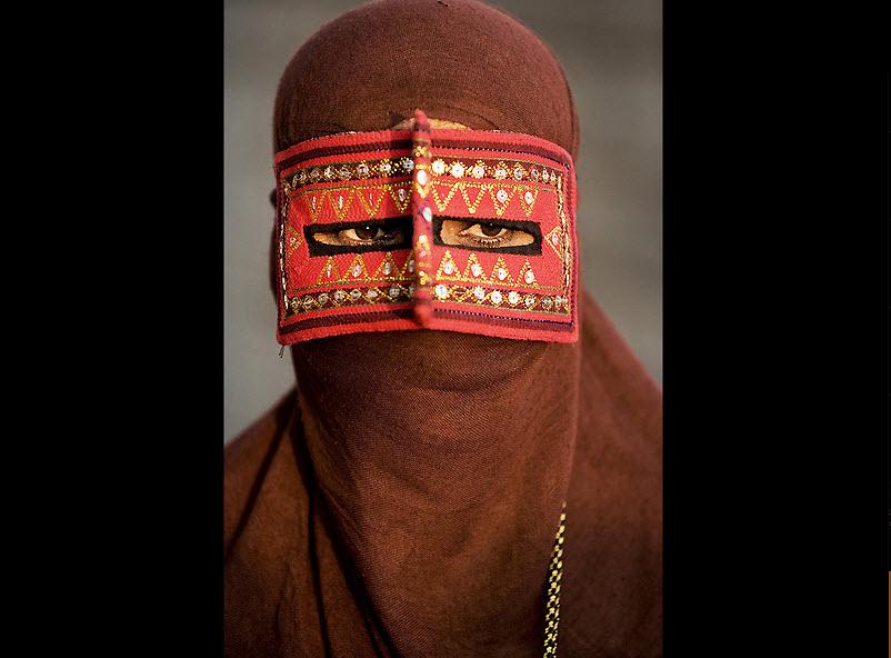Традиционные маски у иранских женщин