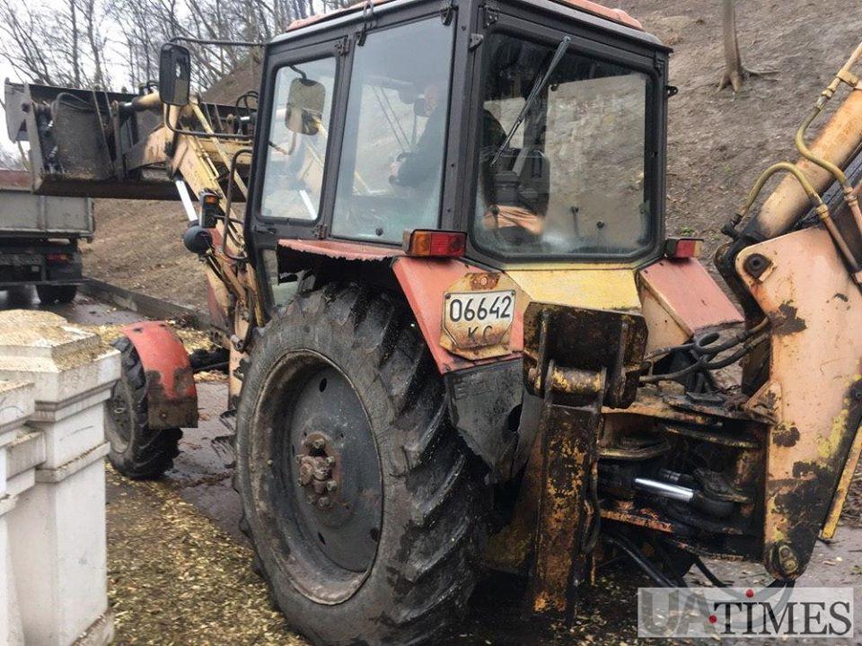 В заповедной зоне в центре Киева вырубают деревья: в сети показали фото