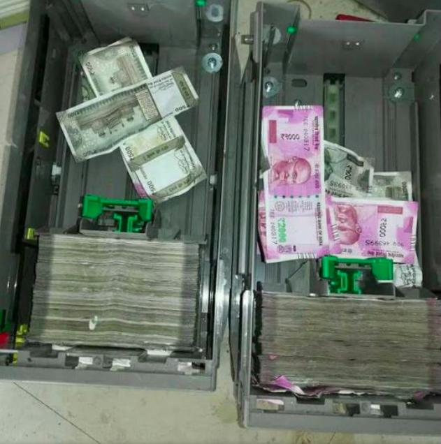 Обед на миллион: мыши залезли в банкомат и съели там все деньги. ФОТО