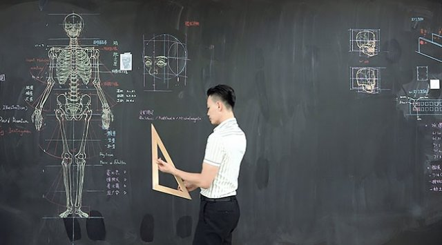 Тайваньский преподаватель рисует невероятные анатомические иллюстрации на доске