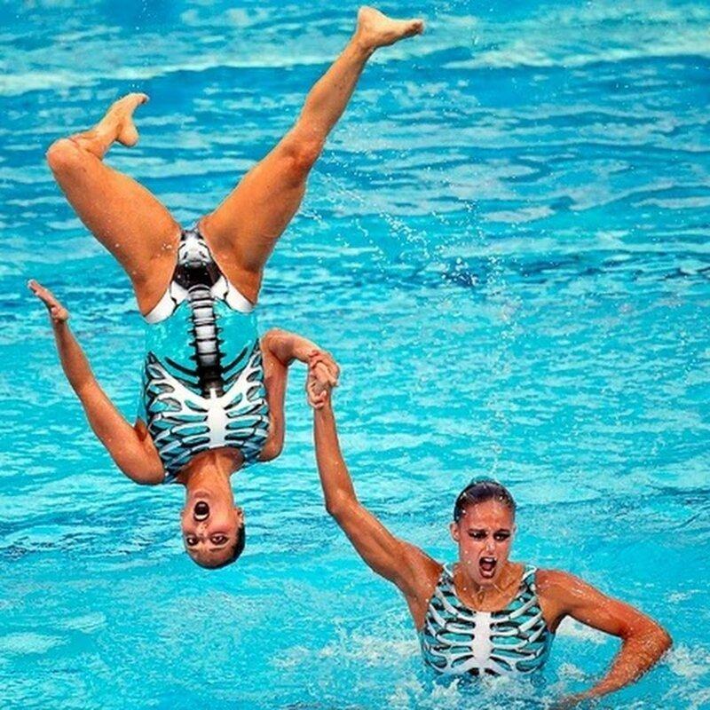 Очень смешные фотографии синхронного плавания, будто поставленные на паузу. ФОТО