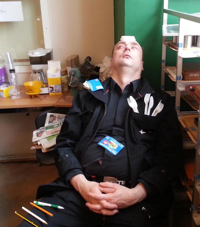 Смешные русские охранники после сна фото