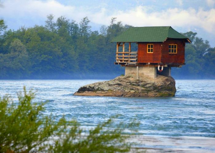 Оригинальные дома, внешний облик которых привлекает внимание