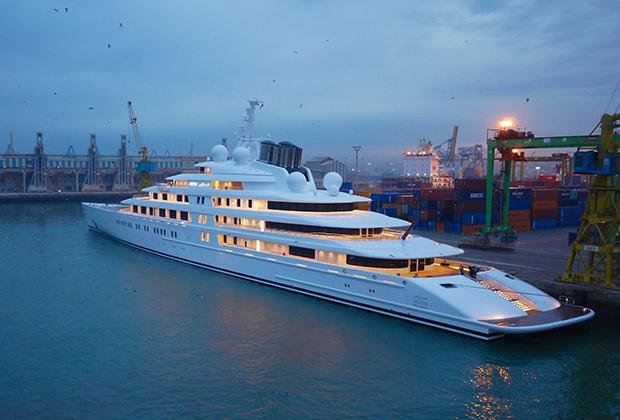 Принадлежащая президенту ОАЭ моторная яхта Azzam