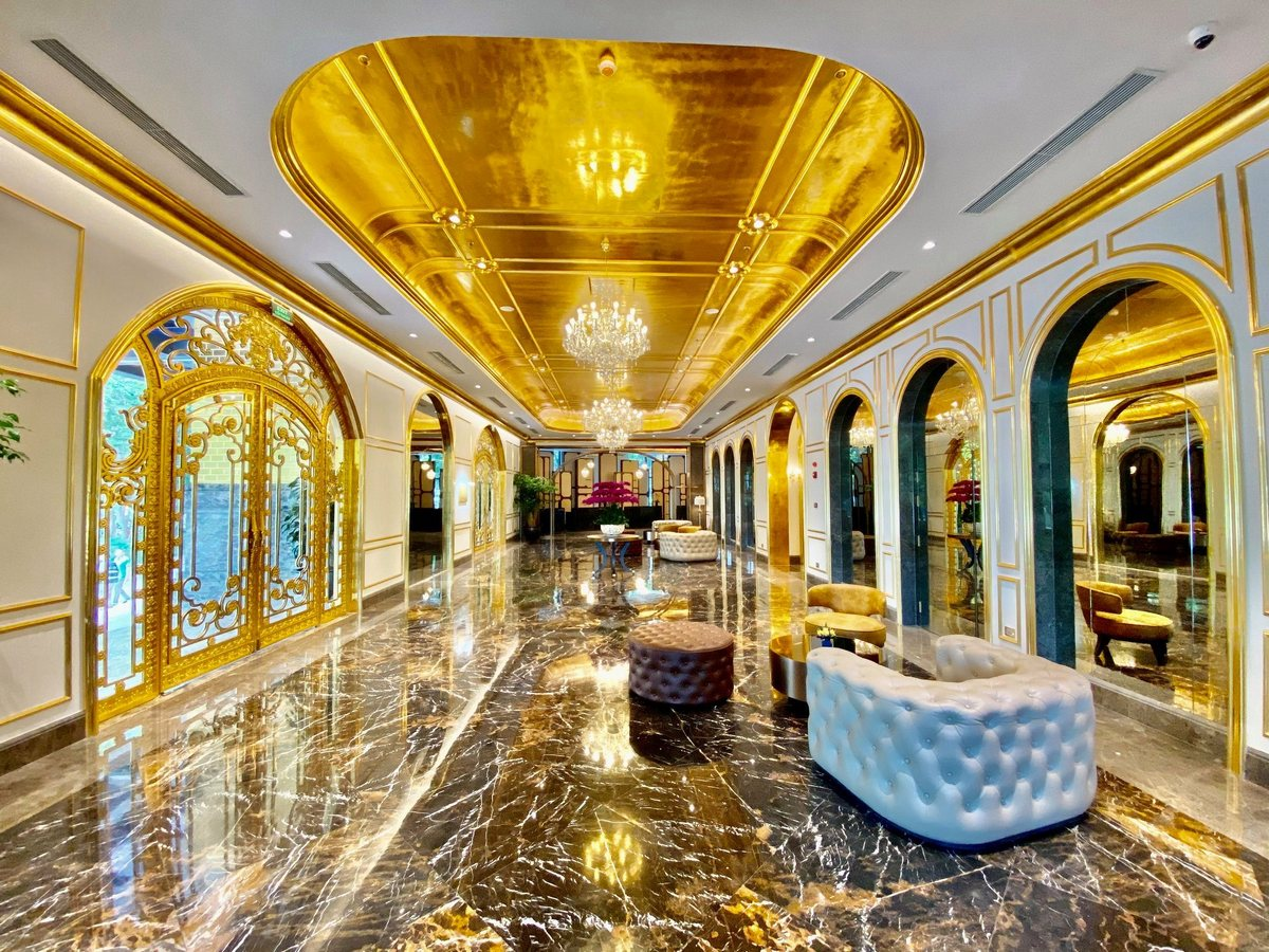 Первый в мире позолоченный отель во Вьетнаме