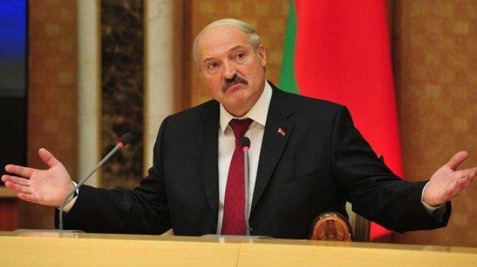 Страна в огне, а я на рыбалке: Лукашенко стал персонажем меткой фотожабы. ВИДЕО