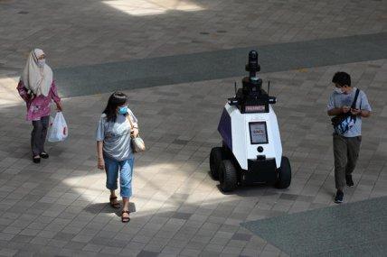 Будущее наступило: в Сингапуре на улицы вышли роботы-полицейские (ВИДЕО)